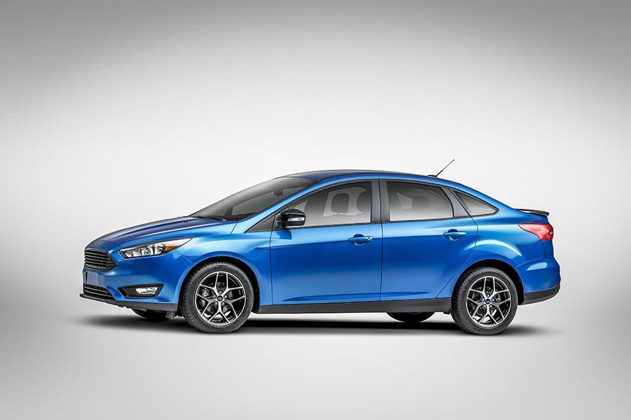 2016 Ford Focus Photo 2 of 9 & 2016 Ford Focus Overview | Cars.com markmcfarlin.com