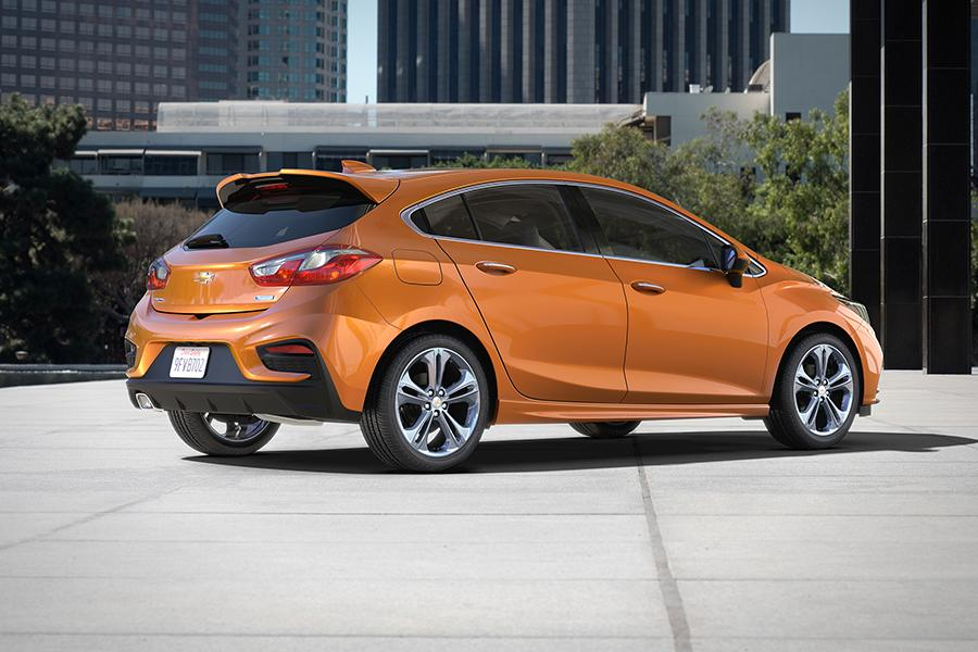 2017 chevrolet cruze overview | cars