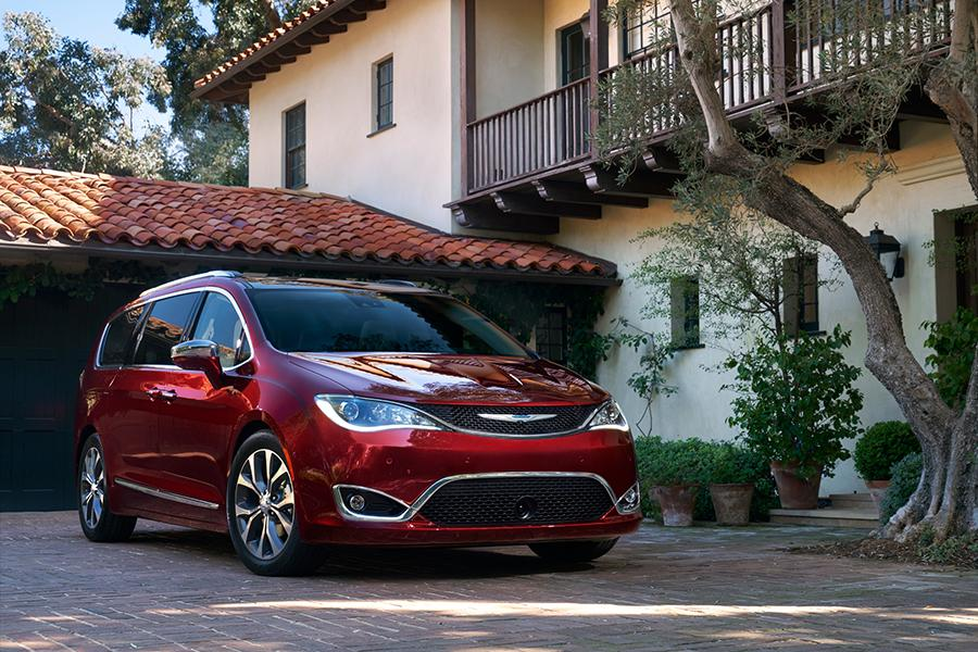 2017 Chrysler Pacifica Photo 1 of 31