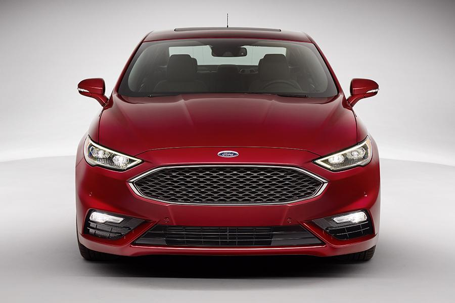 2017 Ford Fusion Hybrid Photo 2 of 4