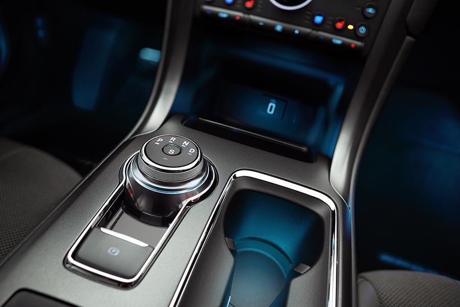 2017 Ford Fusion Energi Photo 3 of 4