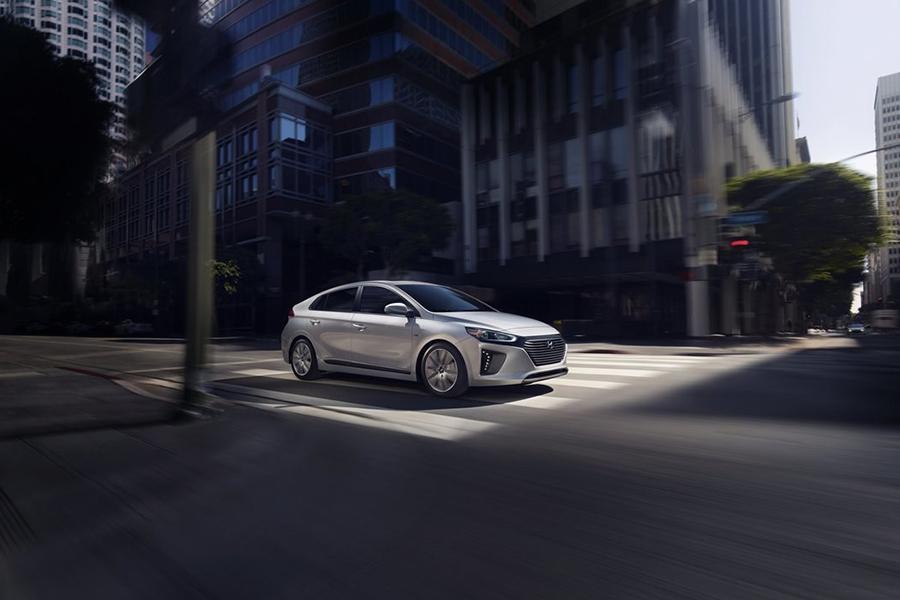 2017 Hyundai Ioniq Photo 2 of 21