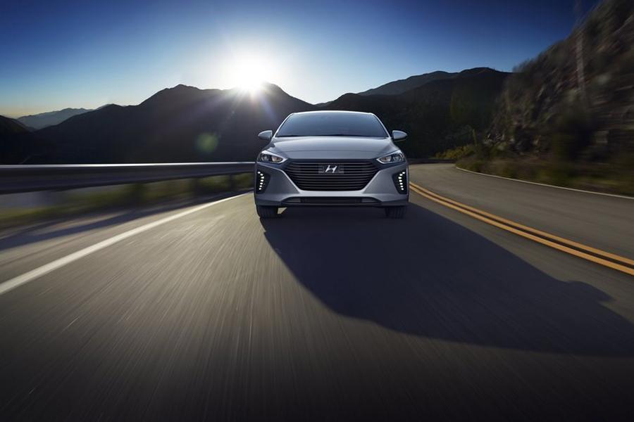 2017 Hyundai Ioniq Photo 3 of 21