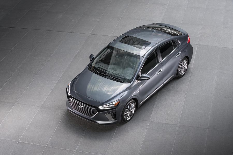 2017 Hyundai Ioniq Photo 6 of 21