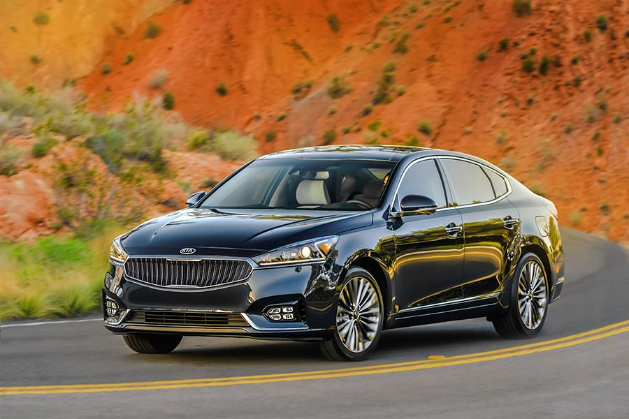 Kia Cadenza Sedan Models Price Specs Reviews Cars Com