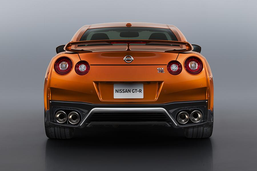 Assez 2017 Nissan GT-R Overview | Cars.com FV09