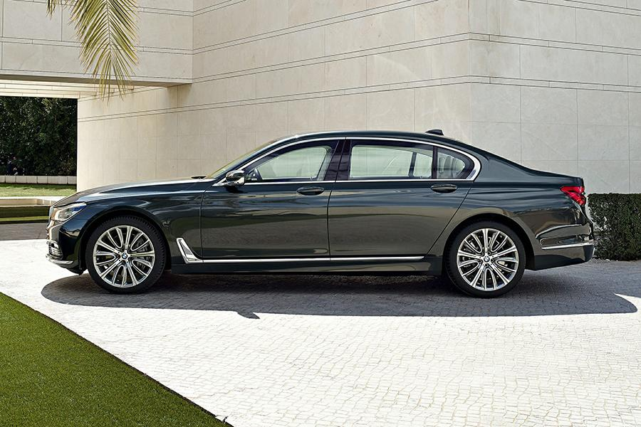 2016 bmw 740 reviews specs and prices. Black Bedroom Furniture Sets. Home Design Ideas