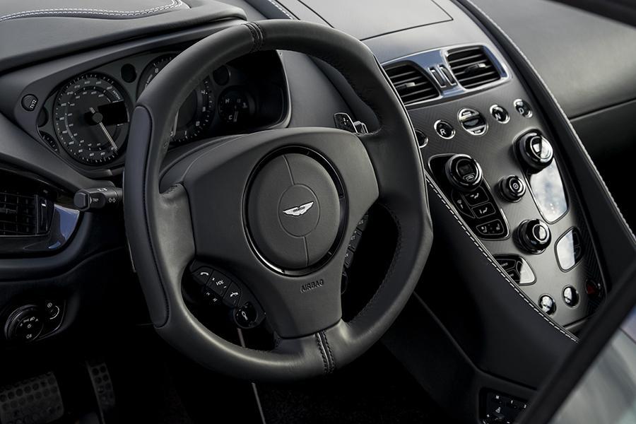 2016 Aston Martin Vanquish Photo 6 of 6