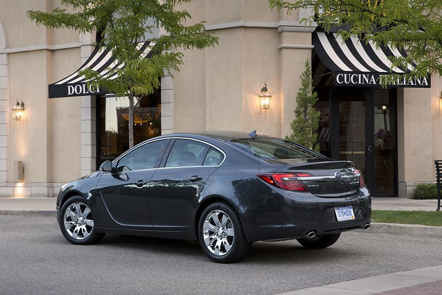 2017 Buick Regal Photo 3 of 7