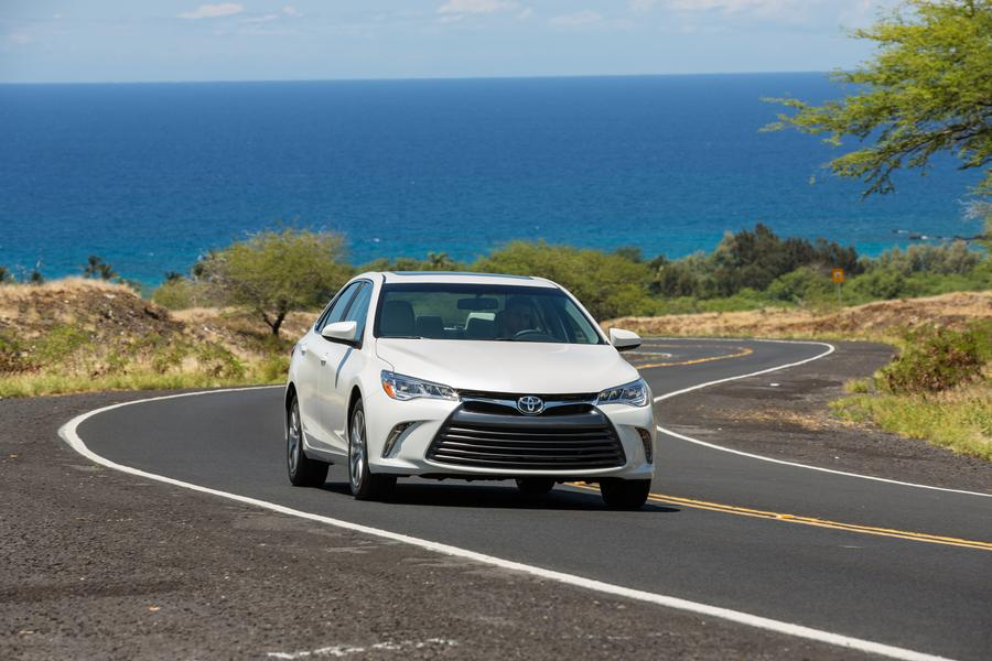 2017 Toyota Camry Photo 3 of 12