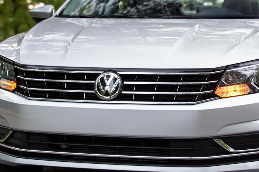 2017 Volkswagen Passat Photo 3 of 18
