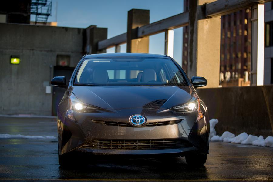 2017 Toyota Prius Photo 3 of 13