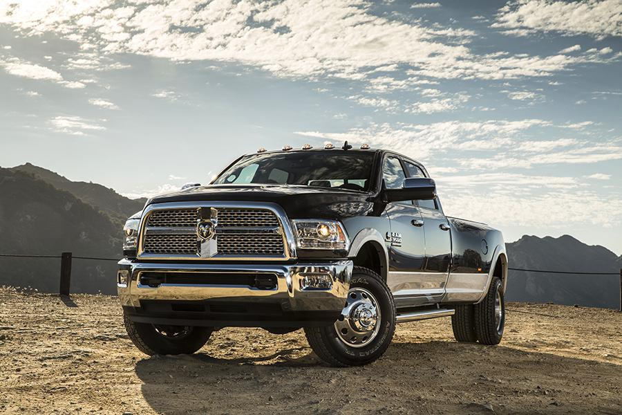 Dodge Ram 2017 >> 2017 Ram 3500 Overview Cars Com