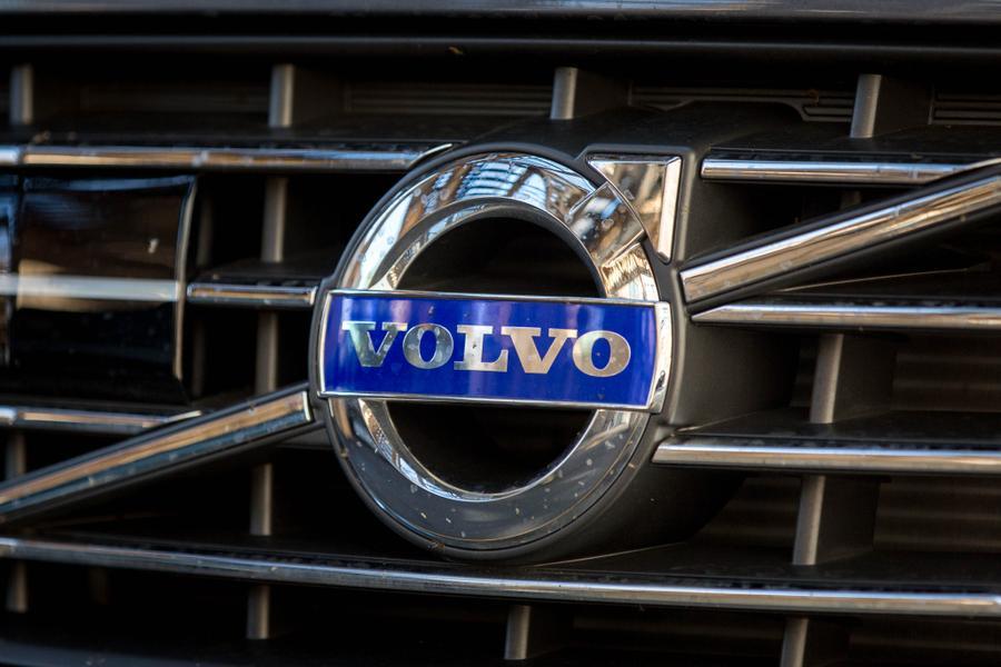 2017 Volvo XC60 Photo 3 of 16