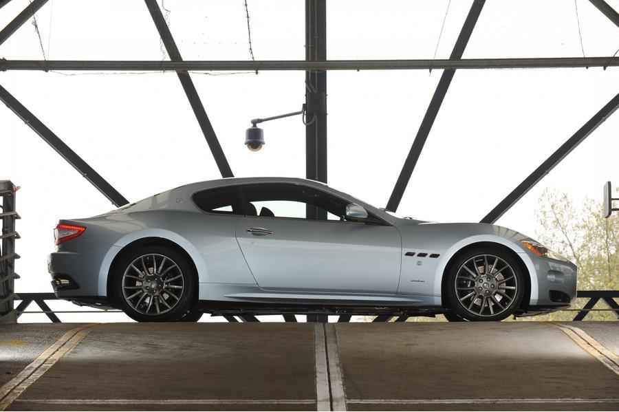 2017 Maserati GranTurismo Photo 2 of 9