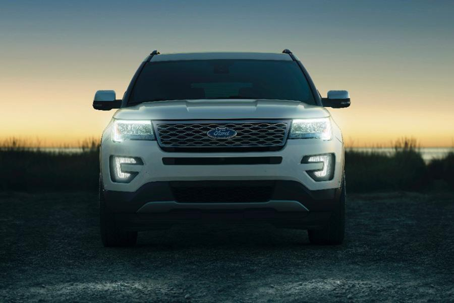 2017 Ford Explorer Photo 3 of 12