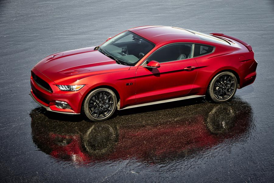 2017 Ford Mustang Media Gallery & 2017 Ford Mustang Overview | Cars.com markmcfarlin.com