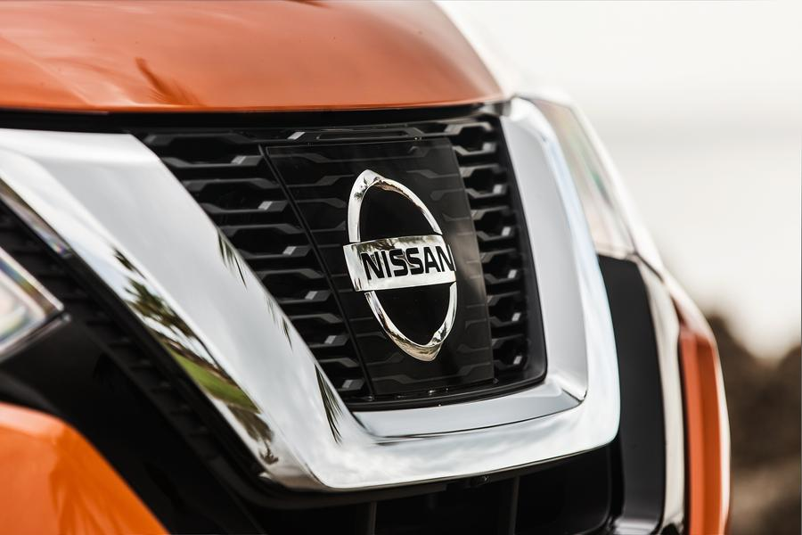 2017 Nissan Rogue Photo 2 of 16