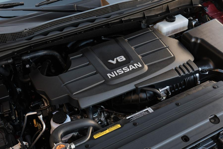 2017 Nissan Titan Photo 4 of 15