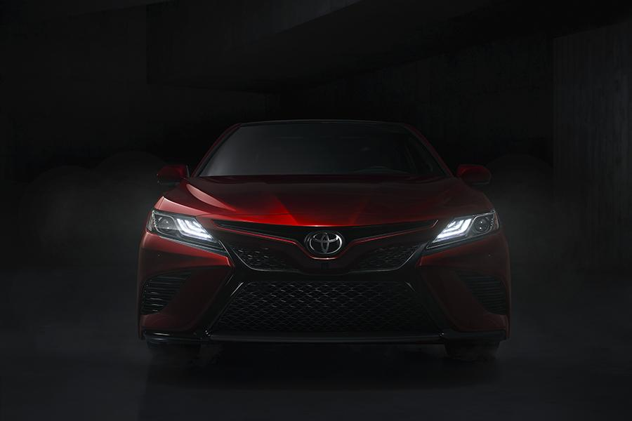 2018 Toyota Camry Photo 3 of 16