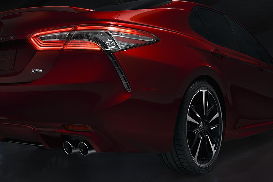 2018 Toyota Camry Photo 4 of 16