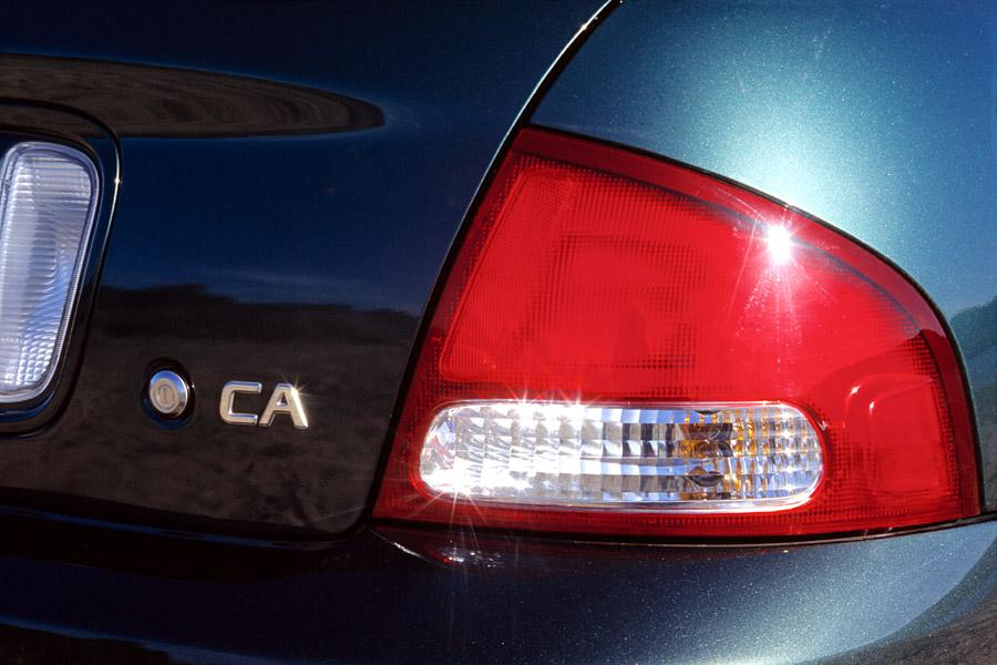 2001 Nissan Sentra Photo 3 of 3