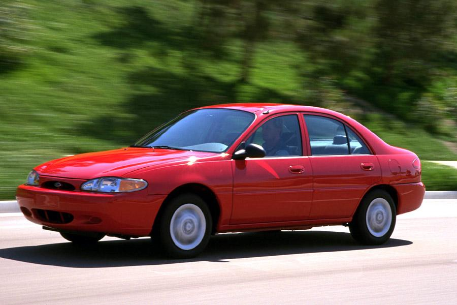 2000 Ford Escort Photo 1 of 7