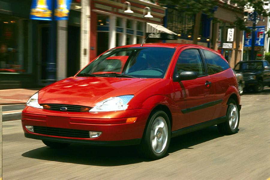 2001 Ford Focus Photo 2 of 16