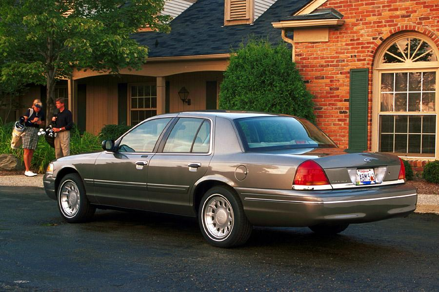 2001 Ford Crown Victoria Photo 2 of 10