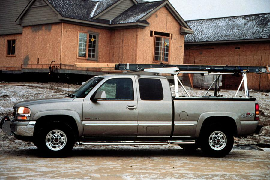 Gmc Tries To Add More Pizazz Its Light Duty Sierra Lineup With The C3 An Extended Cab A 325 Horse 6 0 Liter V 8 Engine Permanently Engaged