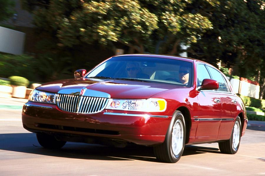 2001 Lincoln Town Car Photo 2 of 6