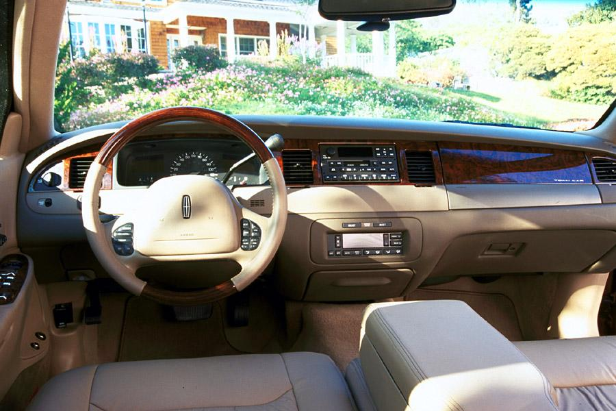 2001 Lincoln Town Car Photo 5 of 6
