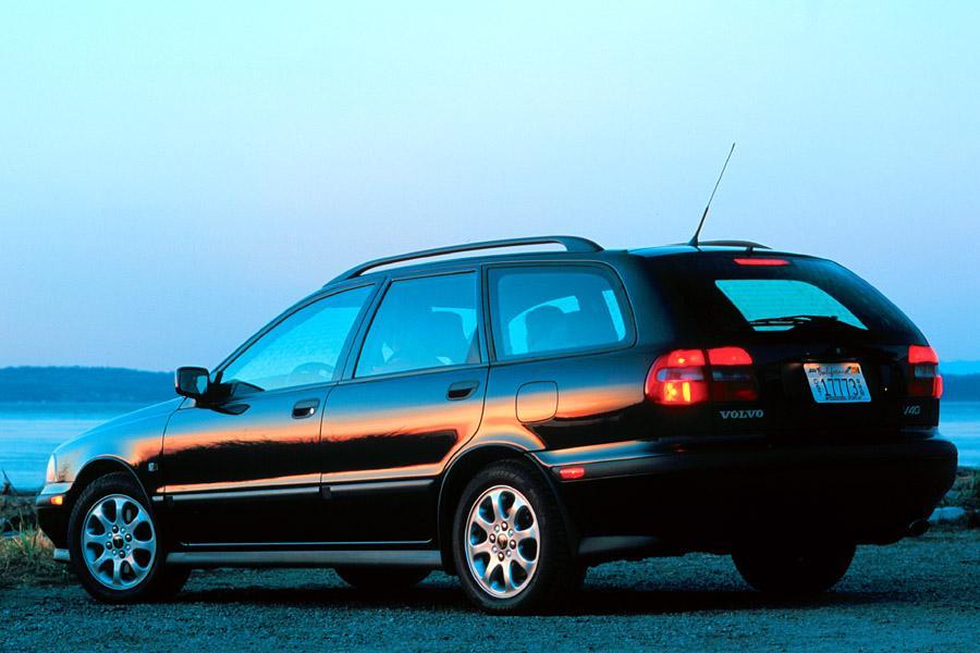 2000 Volvo V40 Photo 2 of 7