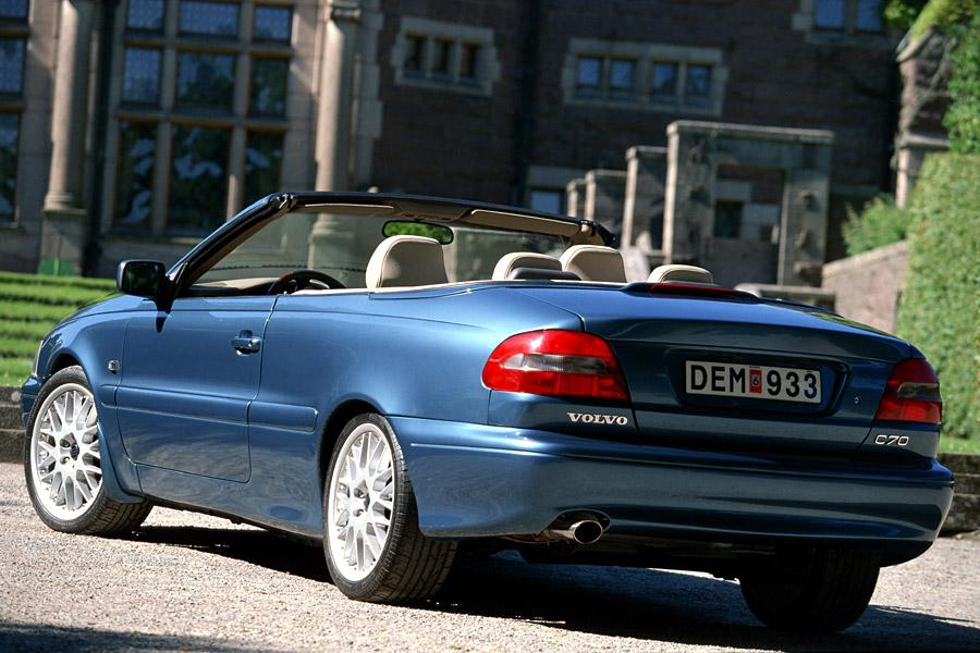 2000 Volvo C70 Photo 2 of 9