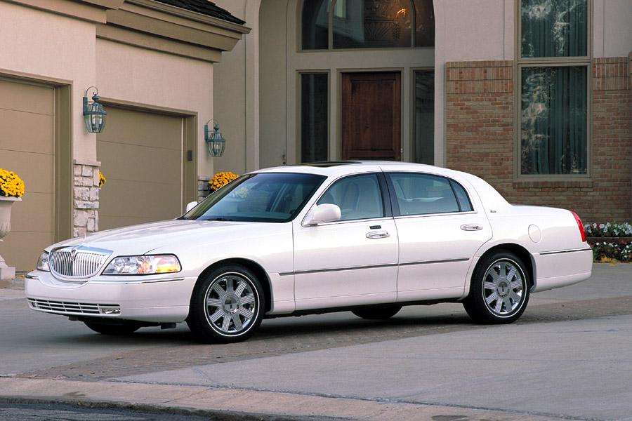 2003 Lincoln Town Car Photo 4 of 12