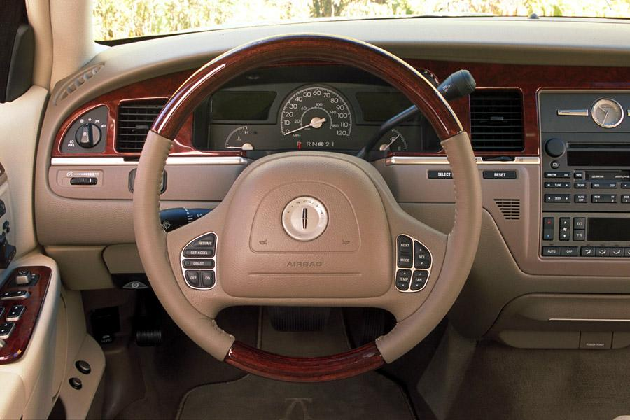 2003 lincoln town car reviews specs and prices. Black Bedroom Furniture Sets. Home Design Ideas