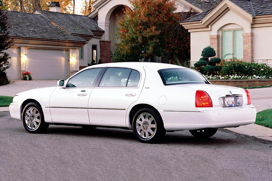 2003 lincoln town car overview. Black Bedroom Furniture Sets. Home Design Ideas
