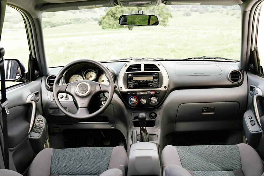 2003 Toyota RAV4 Photo 6 of 6