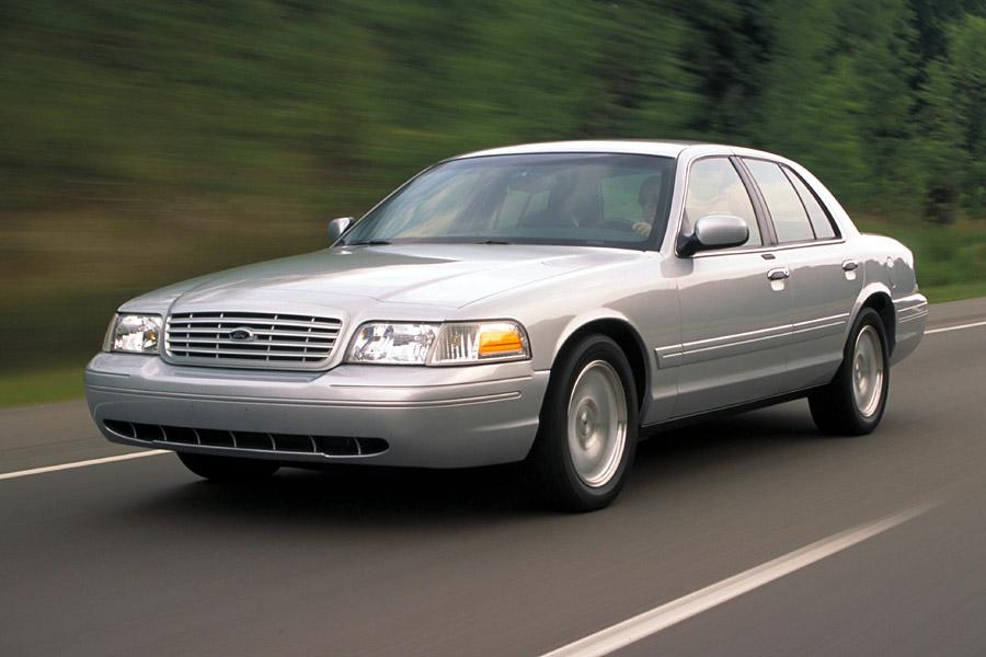 2002 Ford Crown Victoria Photo 3 of 6