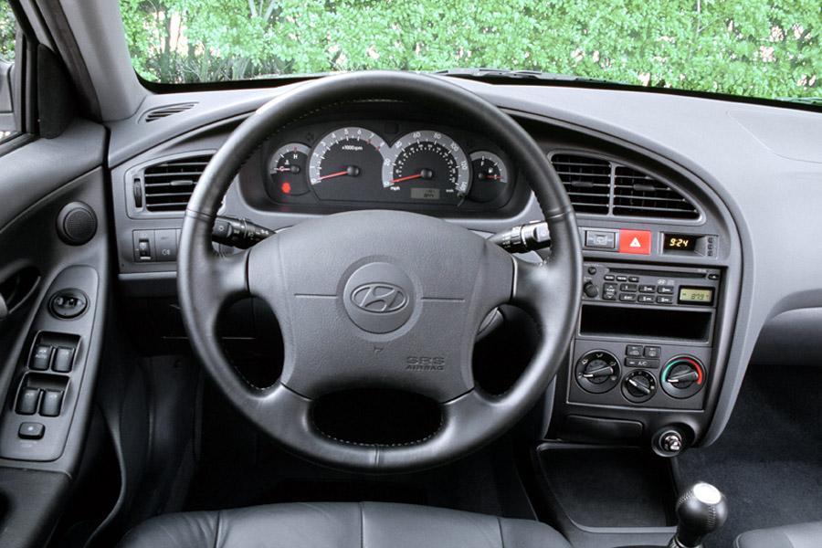 2002 Hyundai Elantra Overview  Carscom