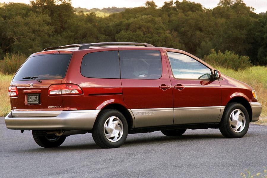 2002 Toyota Sienna Photo 2 of 4