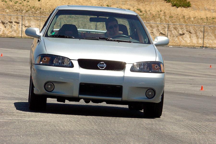 2002 Nissan Sentra Photo 3 of 8
