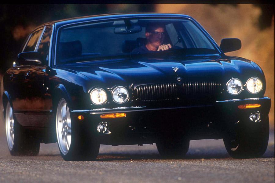 2002 Jaguar XJ8 Photo 2 of 3