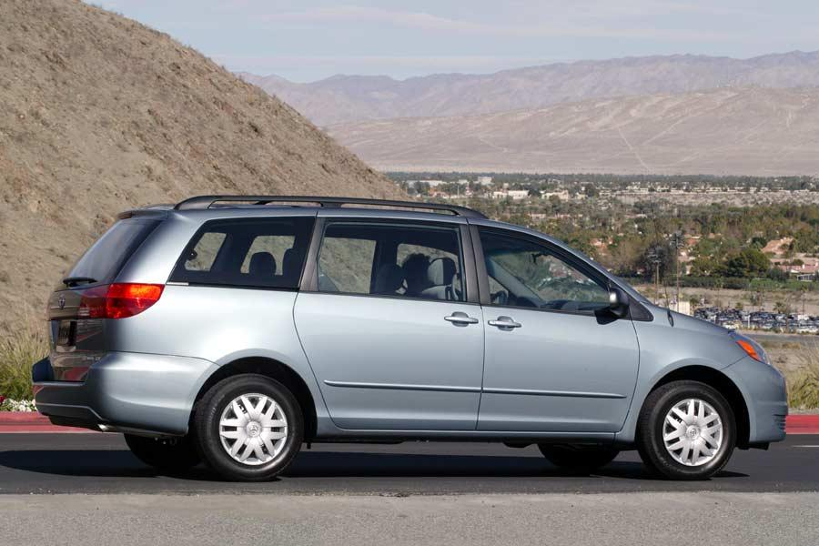 2004 Toyota Sienna Photo 5 of 27
