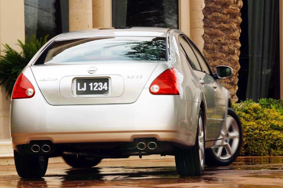 2004 Nissan Maxima Photo 4 of 10