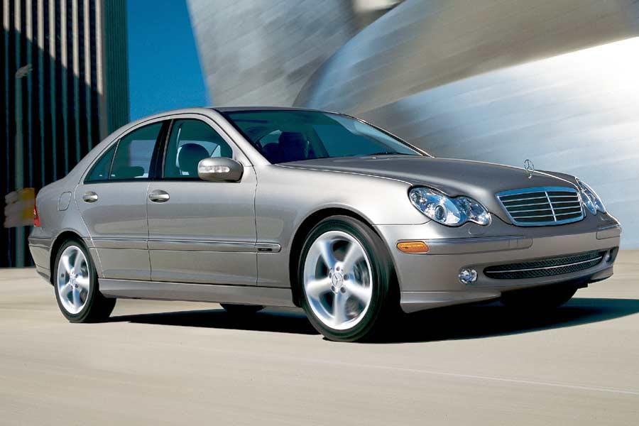 2004 mercedes benz c class overview for Mercedes benz c service cost