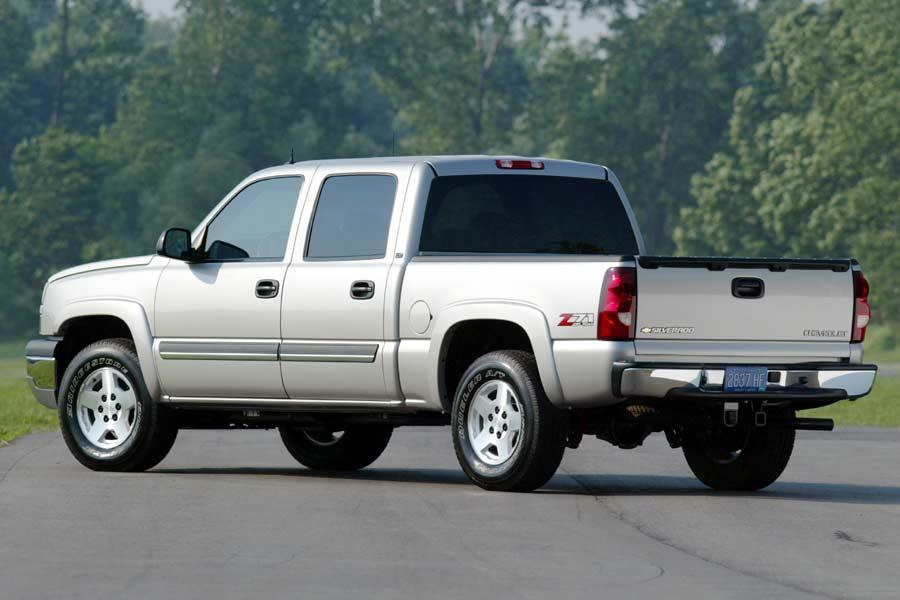 2004 Chevrolet Silverado 1500 Photo 2 of 8