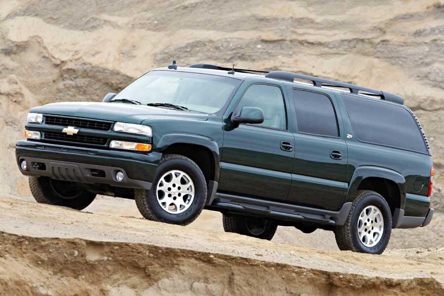 2004 Chevrolet Suburban Photo 2 of 6