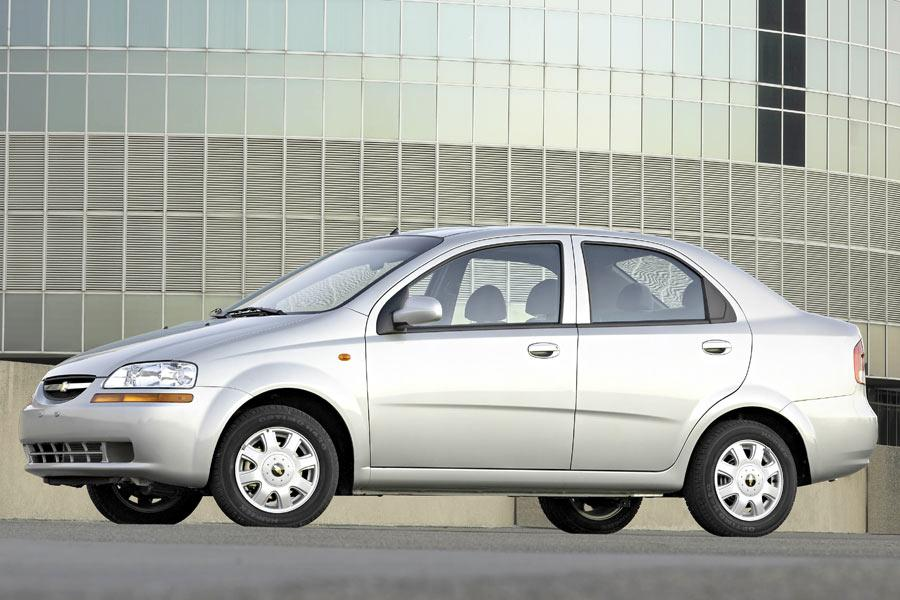 2004 Chevrolet Aveo Photo 2 of 8