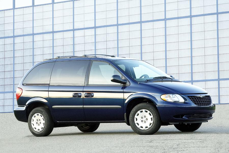 2004 Chrysler Town & Country Photo 1 of 3